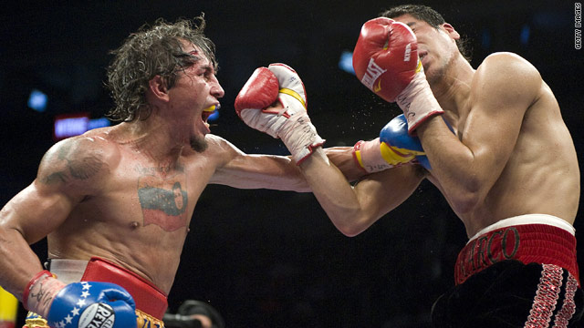 Edwin Valero on his way to a knock out victory over Mexican Antonio DeMarco in F