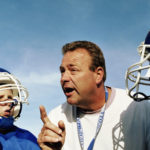 Un entrenador, un jugador y bullying